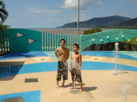 Takeru and Hosei by fountains.JPG
